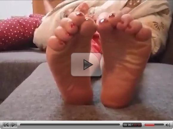 Rianna moves her sexy (size 38) feet